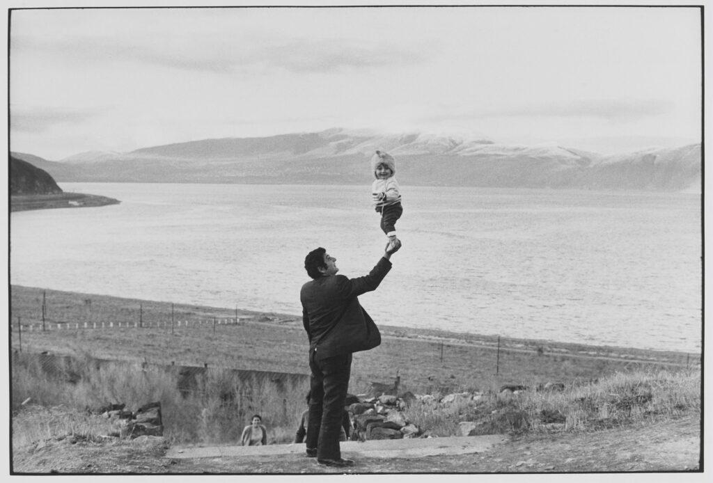 Le Grand Jeu, Henri Cartier-Bresson, Lac Sevan, 1972