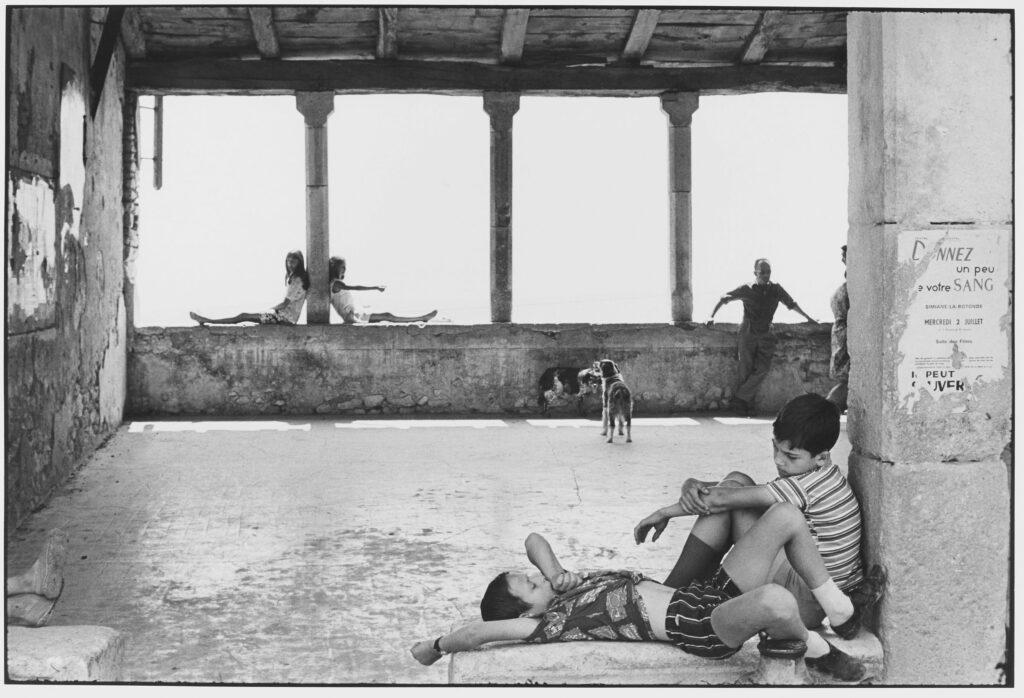 Le Grand Jeu, Henri Cartier-Bresson, Simiane la Rotonde, 1969