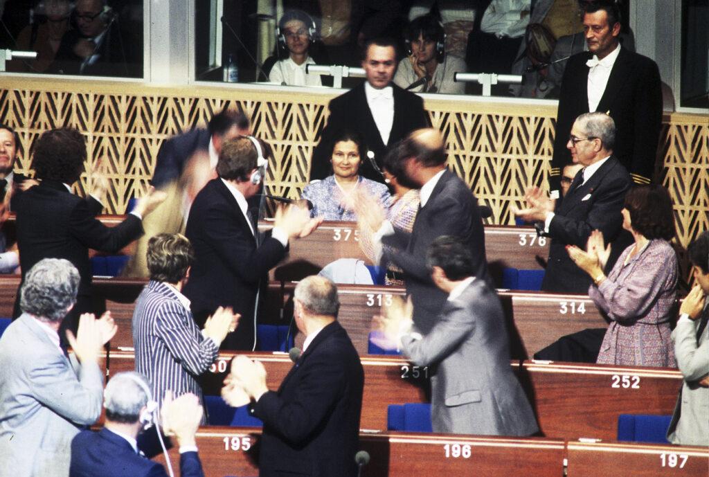 L'hémicycle strasbourgeois du Parlement européen lors de la proclamation de l'élection de Simone Veil à sa présidence, 17 juillet 1979, CVCE.