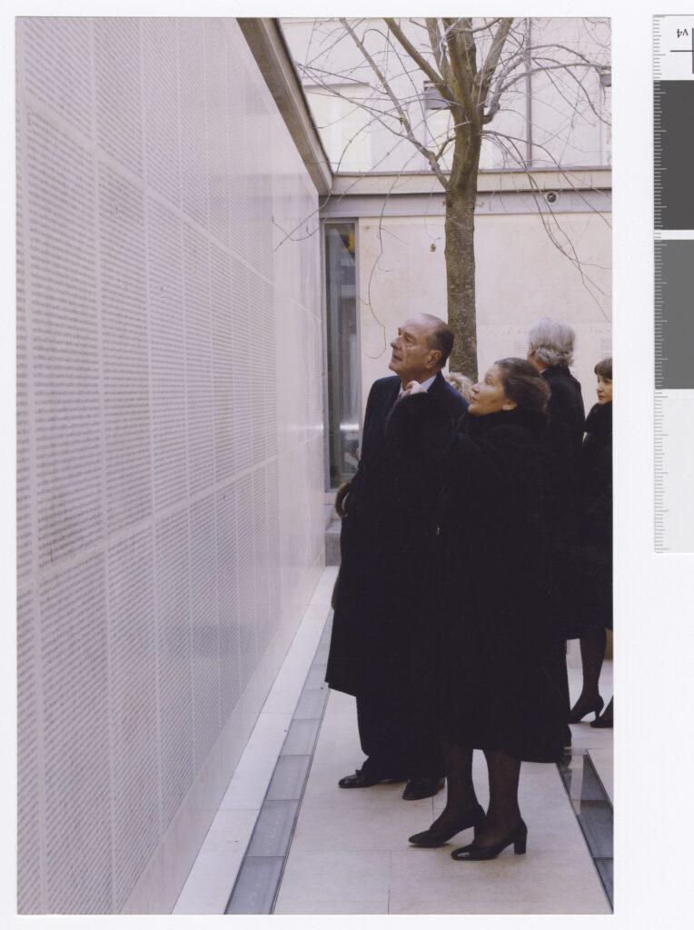 Inauguration du Mur des noms au Mémorial de la Shoah, avec Jacques Chirac, 25 janvier 2005