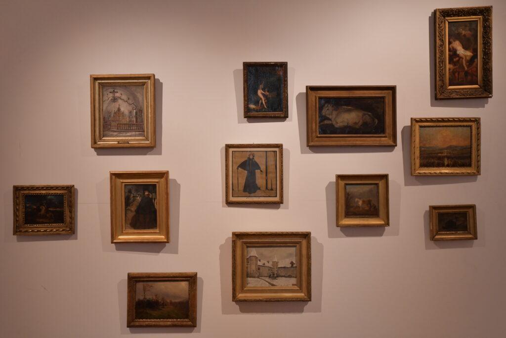 Vue de l'exposition La pause des Sisyphe(s) heureux, Musée Déchelette (