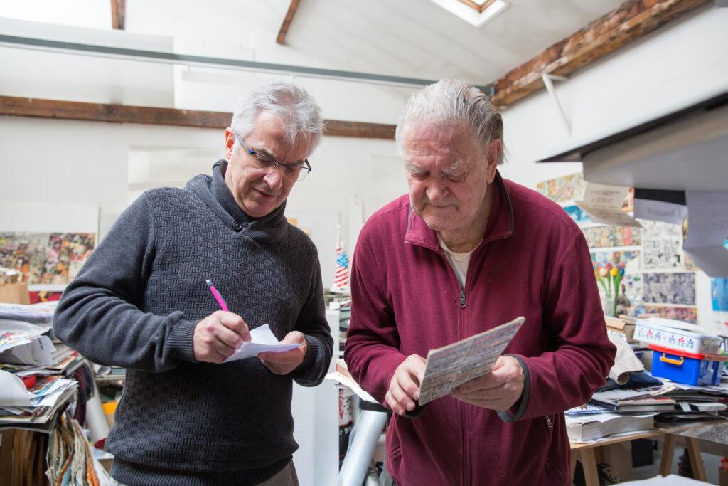 Christophe Penot avec Erro dans son atelier en juin 2020