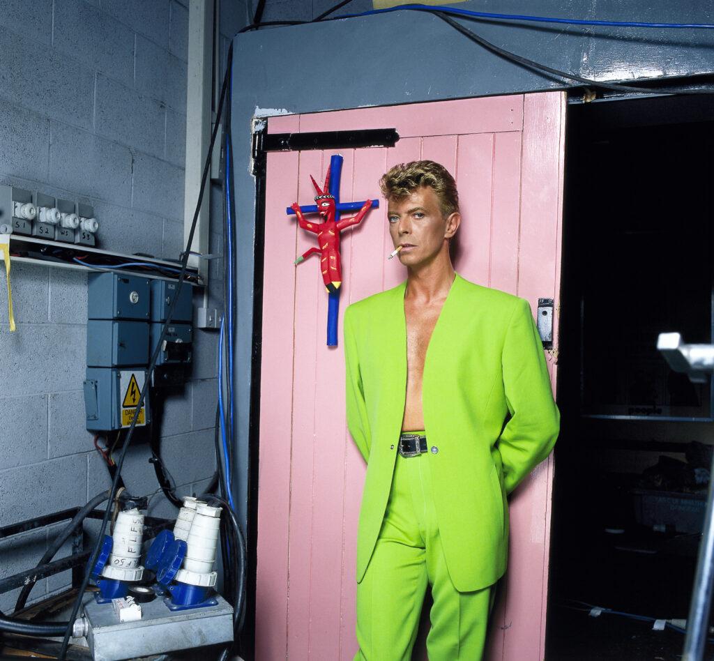 David Bowie lors du tournage du vidéoclip de la chanson You Belong in Rock'n'Roll du groupe Tin Machine, 1992