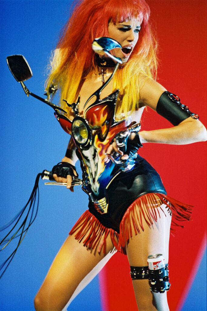 Emma Sjoberg lors du tournage du vidéoclip de la chanson Too Funky de Georges Michael, 1992