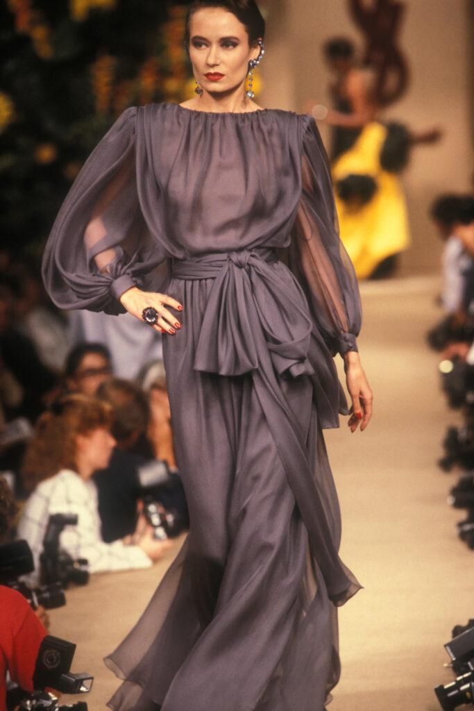 Robe de soir portée par Claire Calladine, collection haute couture automne-hiver 1987