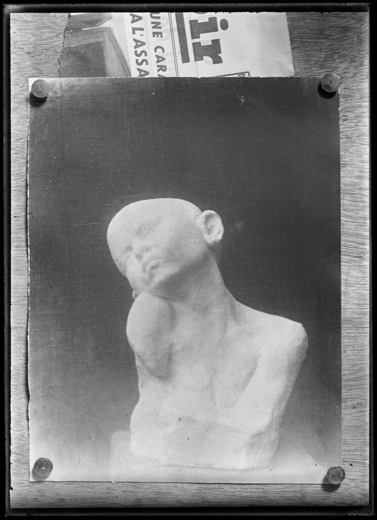 Constantin Brancusi, Le Supplice, plâtre (1906), vers 1907