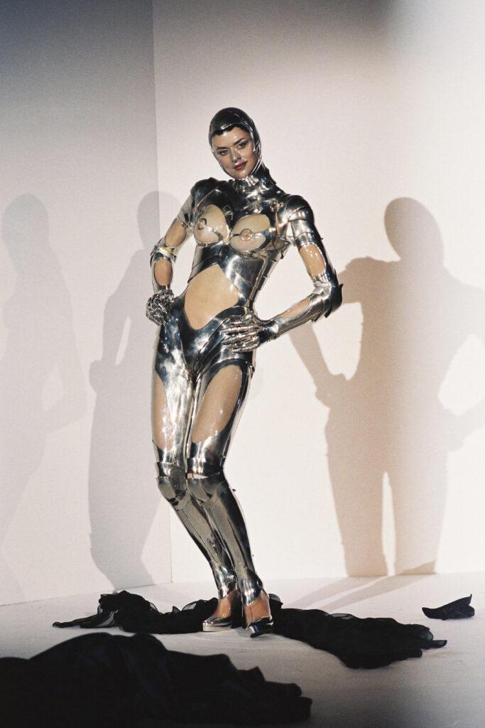 """Thierry Mugler """"Défilé Haute Couture automne-hiver 1995 à Paris » ©Patrice Stable"""