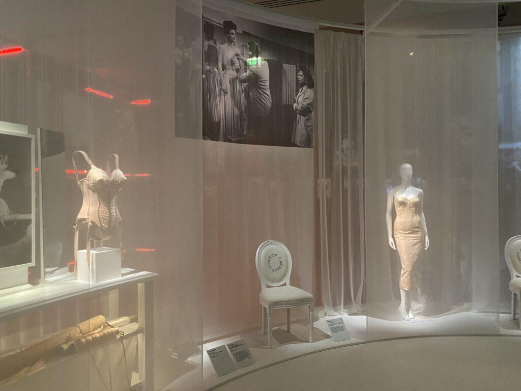 Vue de l'exposition Cinémode, Jean Paul Gaultier, Cinémathèque (1)