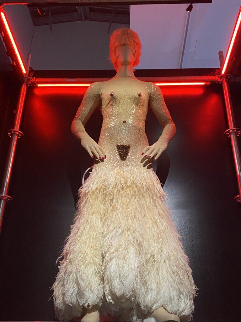 Vue de l'exposition Cinémode, Jean Paul Gaultier, Cinémathèque (14)