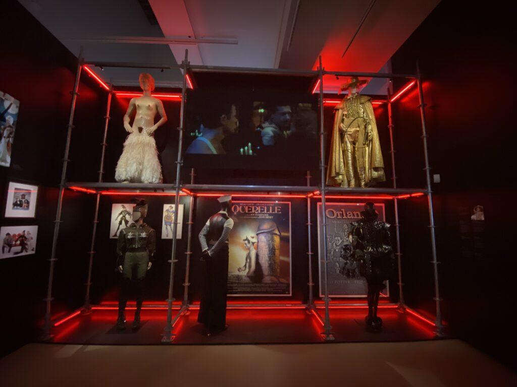 Vue de l'exposition Cinémode, Jean Paul Gaultier, Cinémathèque (7)