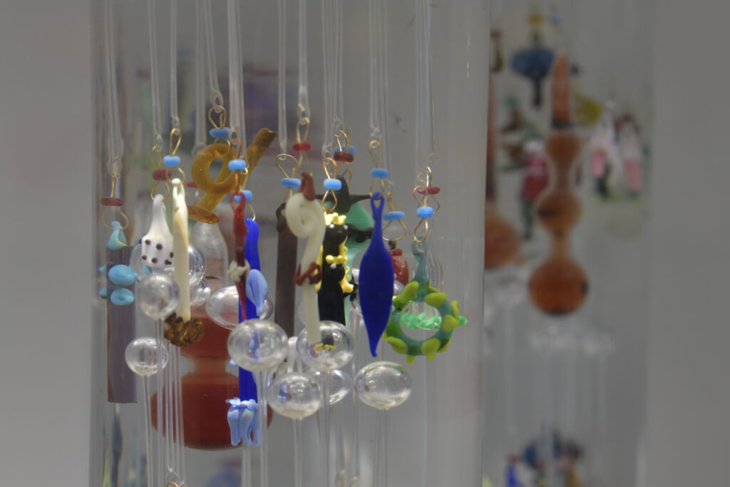 Vue de l'exposition permanente du MusVerre