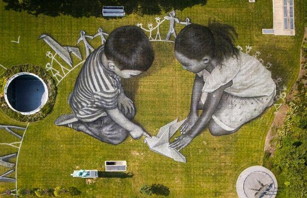 Fresque dessinée à la craie de Saype à New York